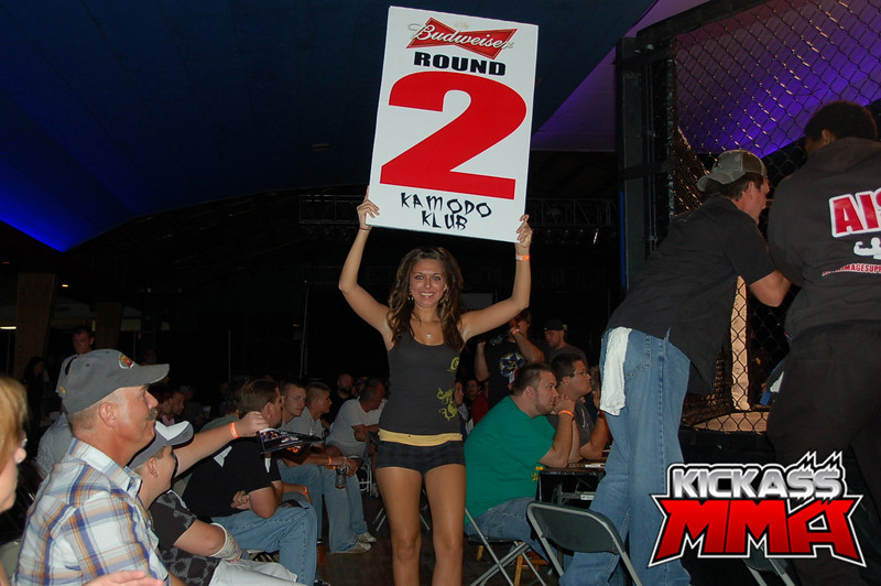 Click here to see more ring girl photos!